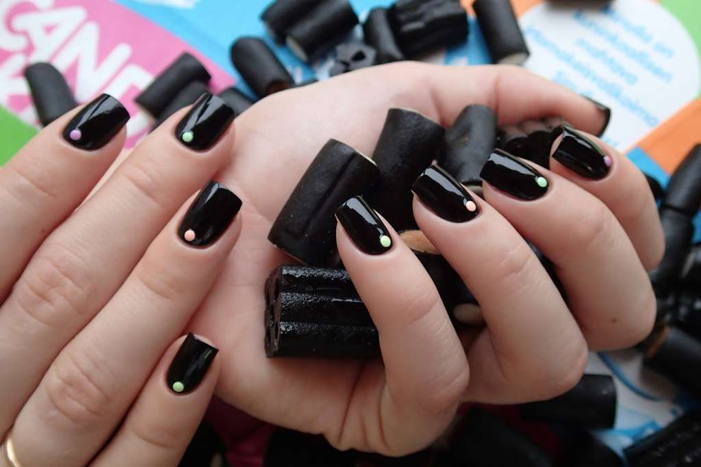 темный маникюр на коротких ногтях фото